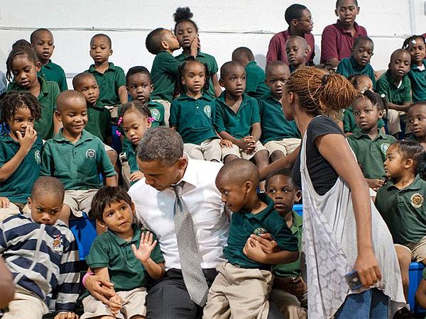 """Obama """"photobombé"""" par le petit garçon du dernier rang"""